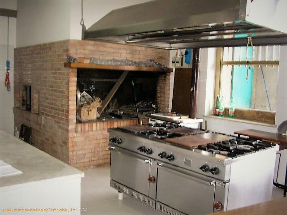 Cucina Con Forno A Legna. Stufe A Legna Con Forno With Cucina Con ...